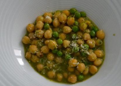 Garbanzos al pesto de pistachos