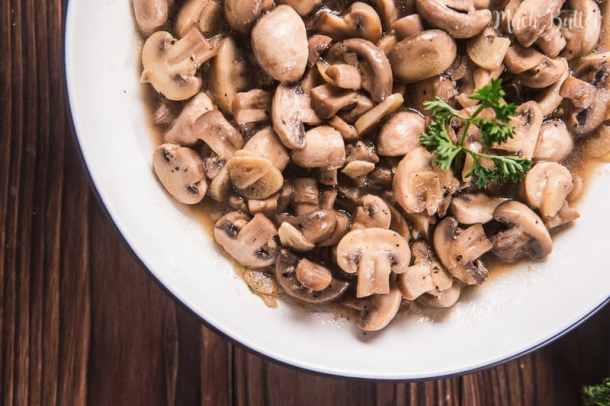 Sauteed mushroom is simply delicious food that people are not easily bored of. And using garlic and unsalted butter make it more delicious and fragrant.