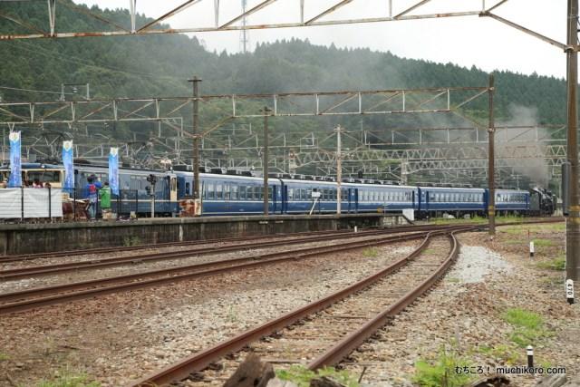SL碓氷 横川駅を出発