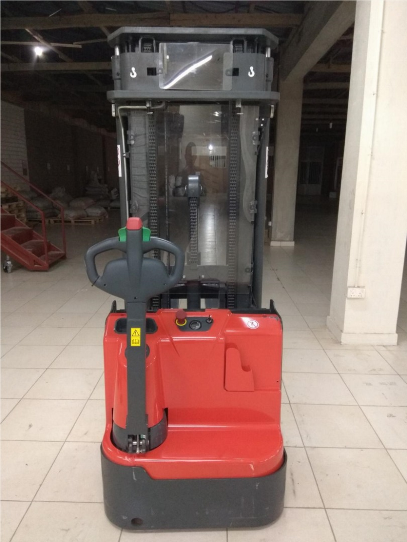 Electric Stacker/Forklift, Price: 15,000,000 Rwf