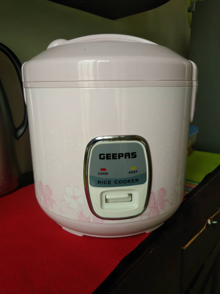 Rice Cooker brand new, Price: 30,000Frw; Contact : +250 787 924 088