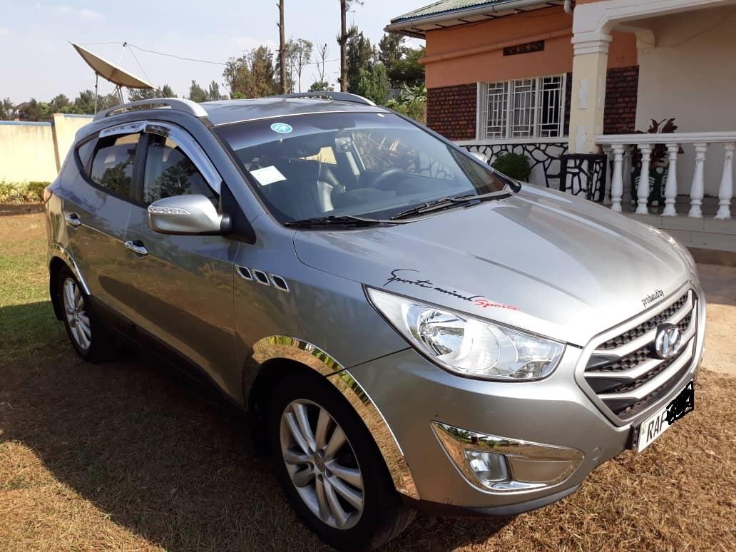 Hyundai Tucson Car for Sale in Rwanda. Price : 13,400,000frw.