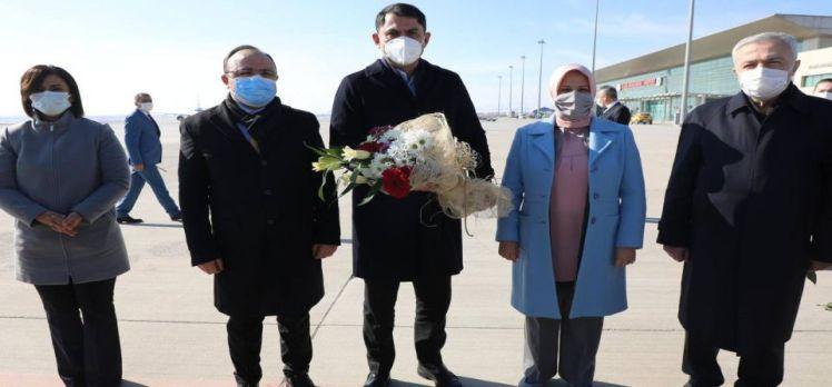 Bakan Kurum Elazığ'da incelemelerde bulundu