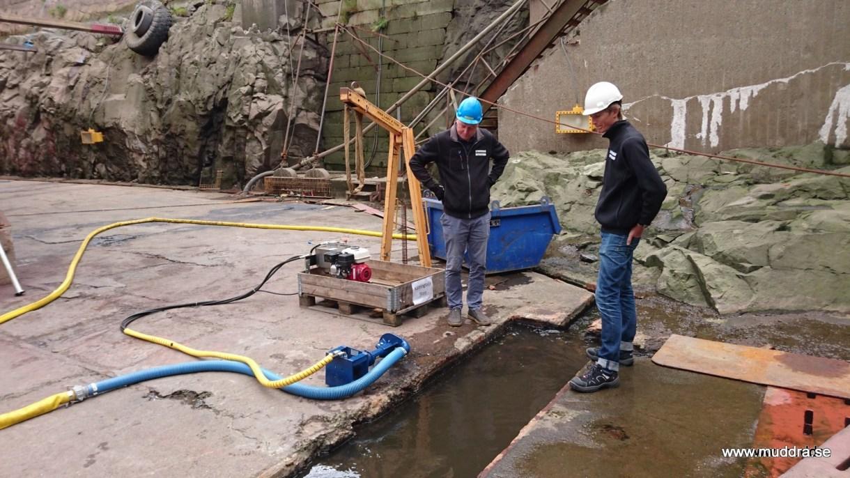 Test av muddringspump i fartygsdocka