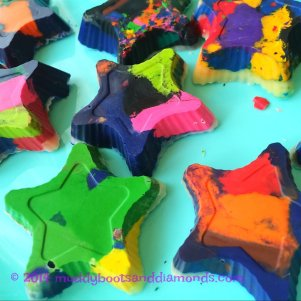 melt crayons in the sun via muddybootsanddiamonds.com