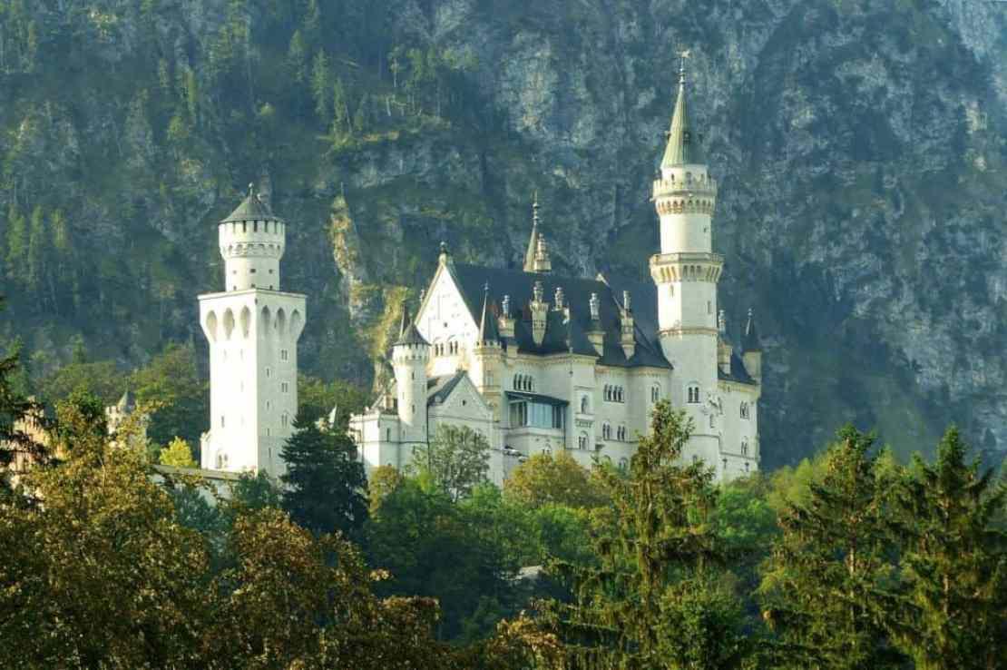 Сказочный замок Нойшванштайн покоряет своей красотой
