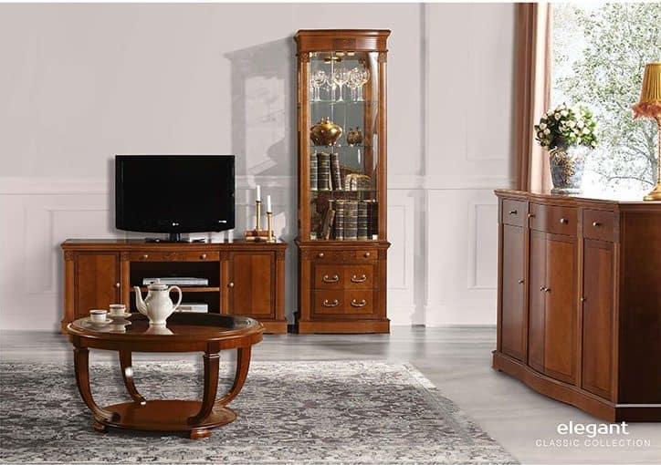 Muebles y mesita de salón de tipo clásico