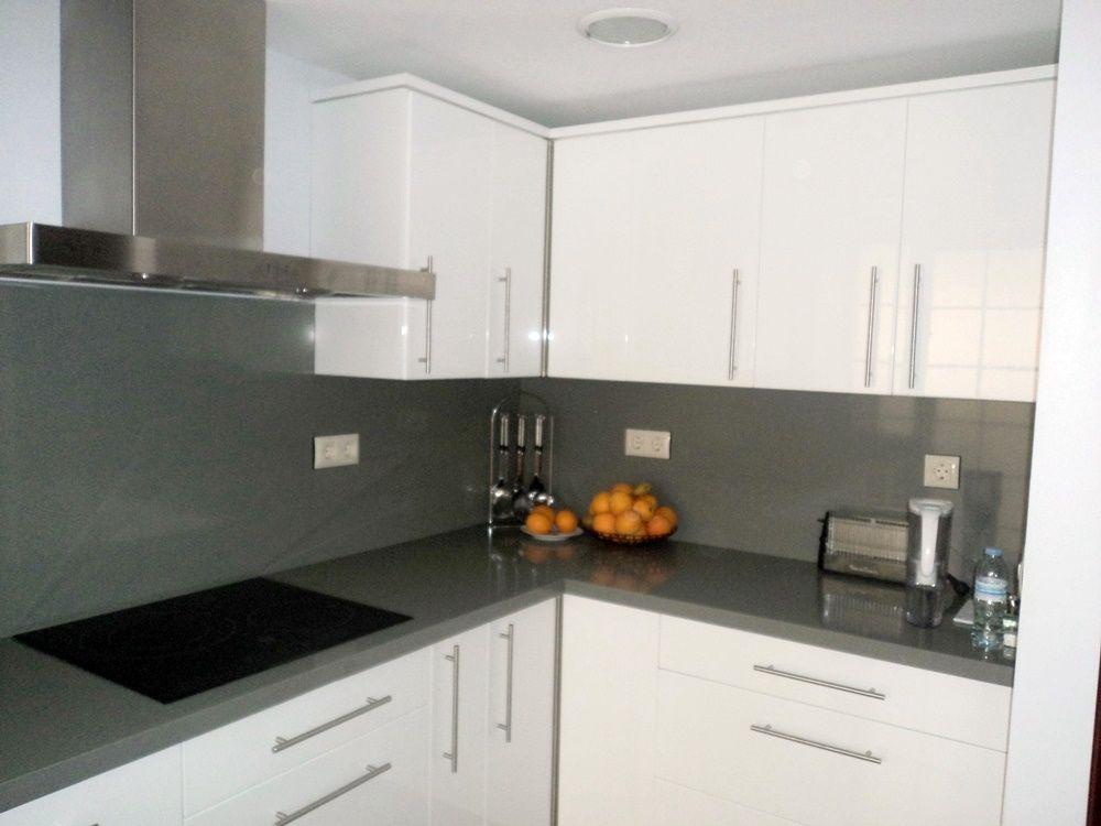 Cocina blanca y gris Tienda de cocinas Sevilla  Cocinas