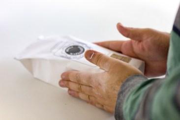 Jedes Säckchen wird von Hand abgepackt.