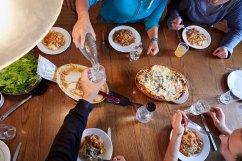 Das gemeinsame Essen ist ein wichtiger Bestandteil des gemeinsamen Arbeitsalltags.
