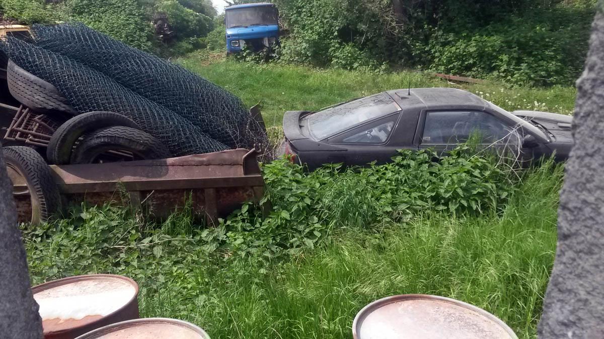 Jährlich verschwinden in Deutschland rund 300.000 Fahrzeuge – unter anderem auf illegalen Autofriedhöfen