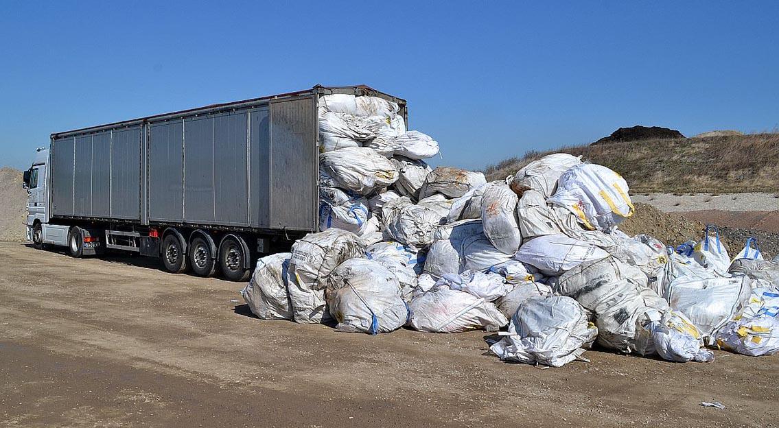 Nach LKW-Kontrolle auf der A9: Landesdirektion Sachsen spricht Lieferstopp gegen italienischen Abfallexporteur aus