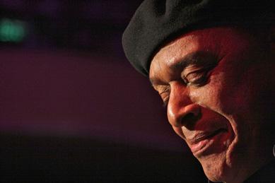 Al Jarreau probiert sich an Duke Ellington   © Ralf Dombrowsk
