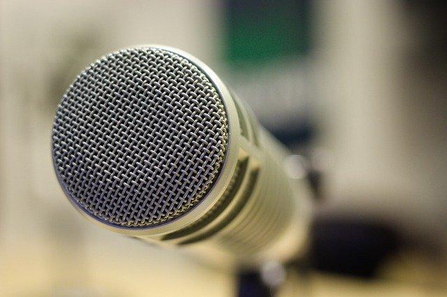 mic-4250217_640