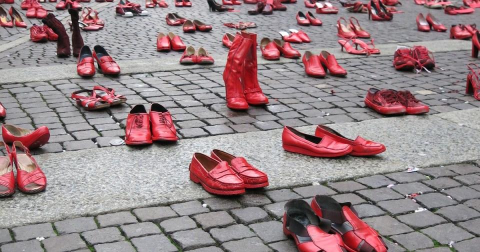 """Elina Chauvet: """"Zapatos Rojos"""""""