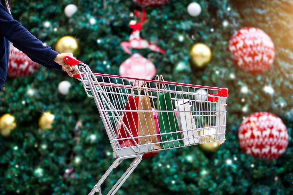 Christmas On A Budget: 8 Hacks for Making Your Holiday Affordable And Still Enjoyable 1 MUGIBSON WRITES