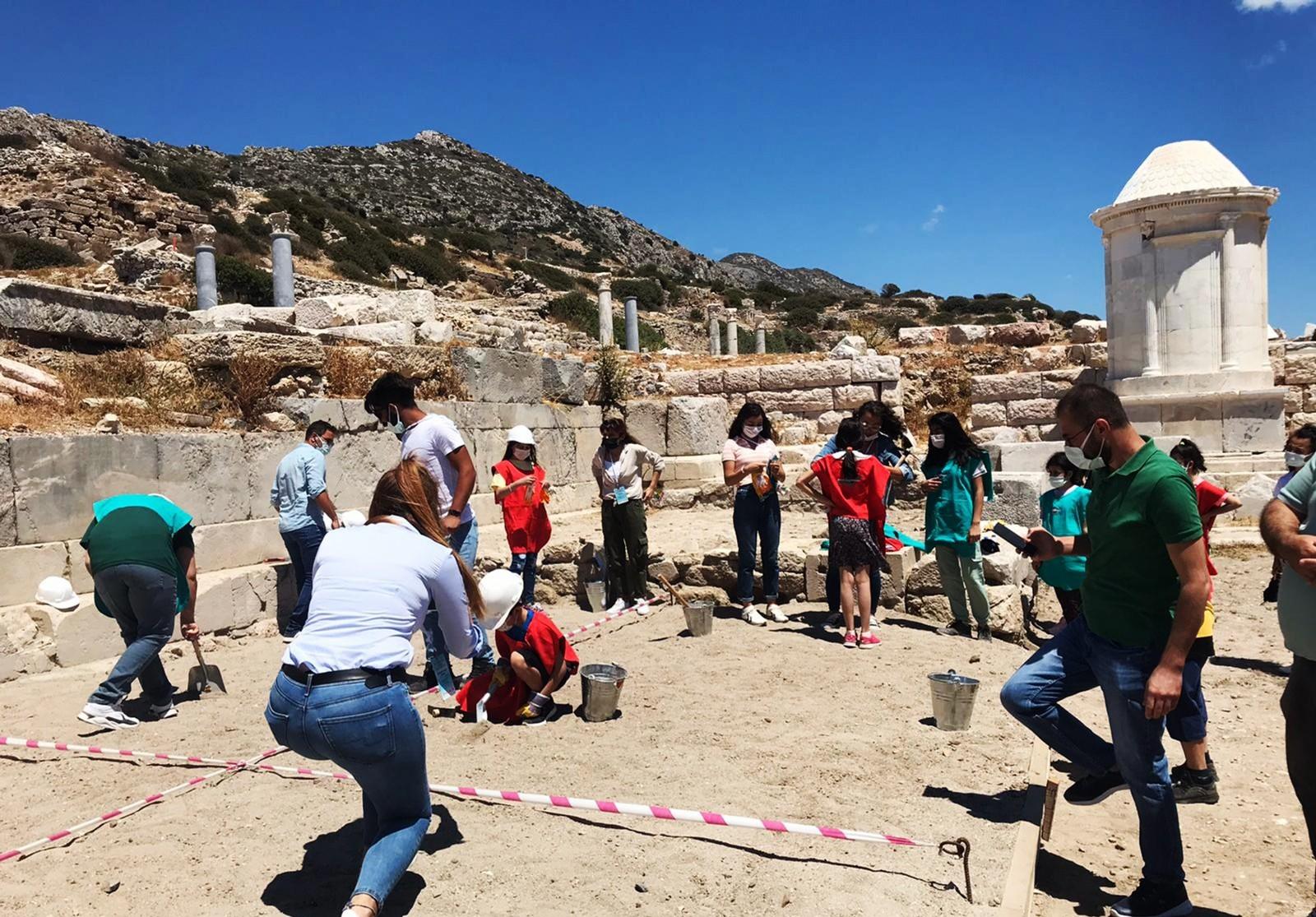 Minikler arkeoloji öğreniyor