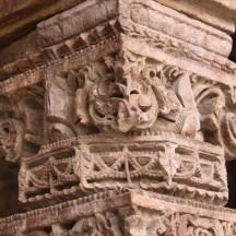qutub-minar-coloane-sculptate-capitel.jpg