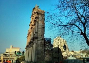 Ruins of St. Paul's tampak samping