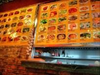 Daftar menu yang dipasang di dalam restoran