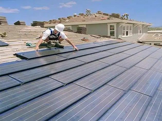 Instalación de tejas solares