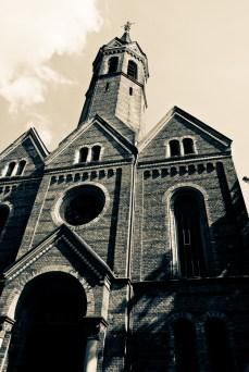Kirche in düsterer Stimmung bearbeitet