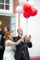 weiße und rote Luftballons