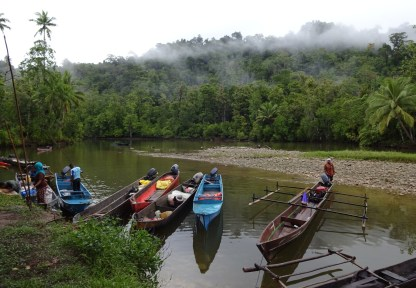 Dari laut menuju lembah, Kampung Mambuni-buni