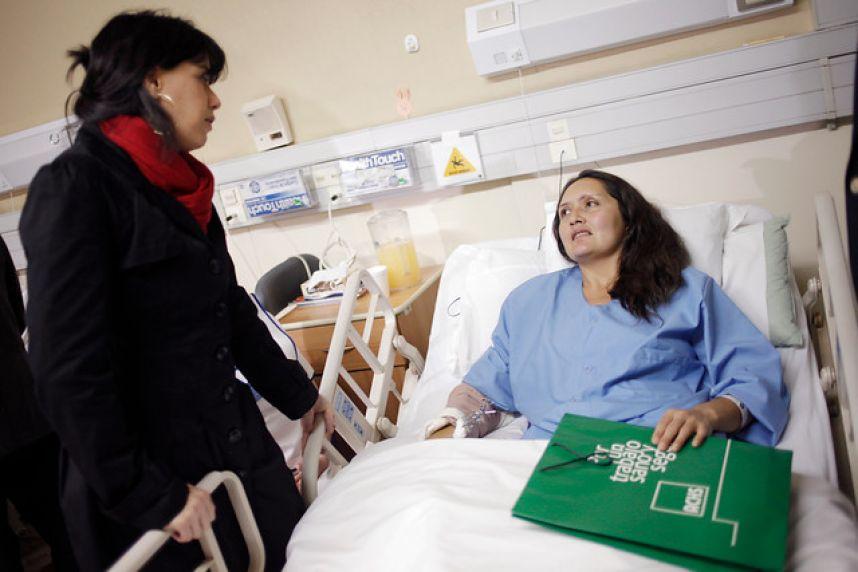 Visitando Enfermos en el Hospital  Mujer de Vision