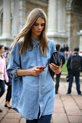 Street-style-soho-oversized-denim-shirt