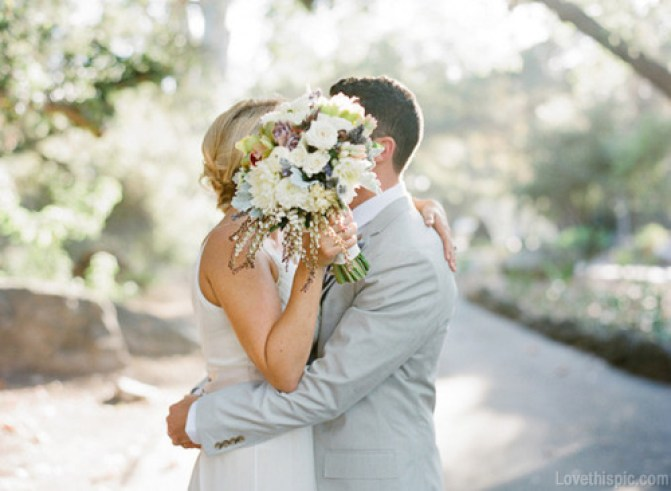 16271-Sweet-Wedding-Day-Kiss