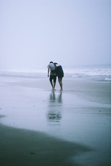 beach-beautiful-couple-hug-Favim.com-3460055.jpg