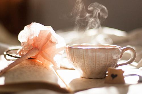 Una taza humeante de Caf  Mujer Salud y Bienestar
