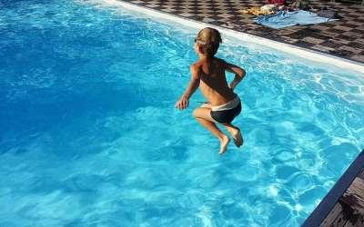 Prevenir ahogamientos en la piscina