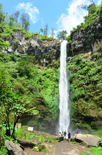 https://i0.wp.com/mujursurya.com/wp-content/uploads/2012/05/coban-rondo-waterfall.jpg
