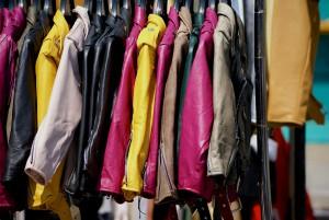 Vor allem der Verkauf von Kleidung und Büchern funktioniert über Soziale Netzwerke meist besser, als über Ebay & Co.