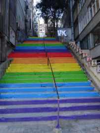 Auch wenn die Treppe in Istanbul nicht zum Regenbogen führt, Freude bereitet sie trotzdem.