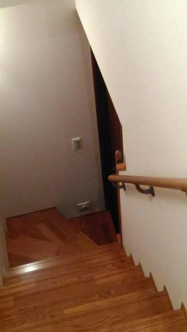 2世帯住宅やペットがいるお家には階段ドアがおすすめ。階段の幅や照明も考えて