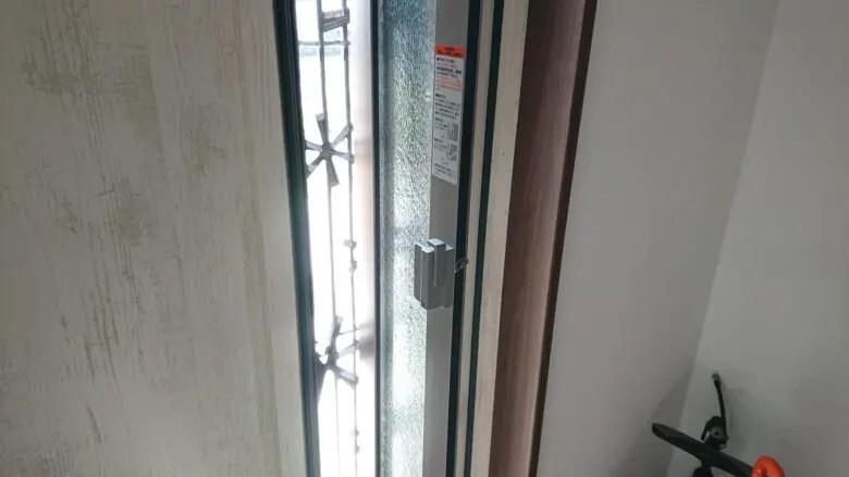採風窓付き玄関ドアに一目ぼれ。玄関の換気が気になるなら換気扇も検討して