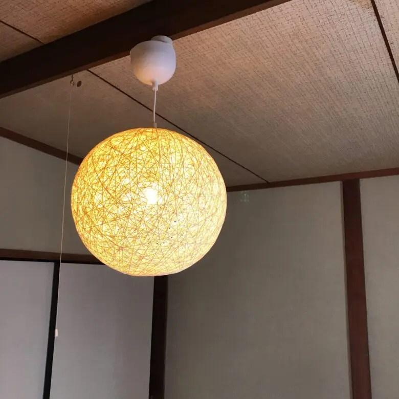 ペンダントライトは寝室向き。暖かい光で包んでくれるIKEAのバッカボー