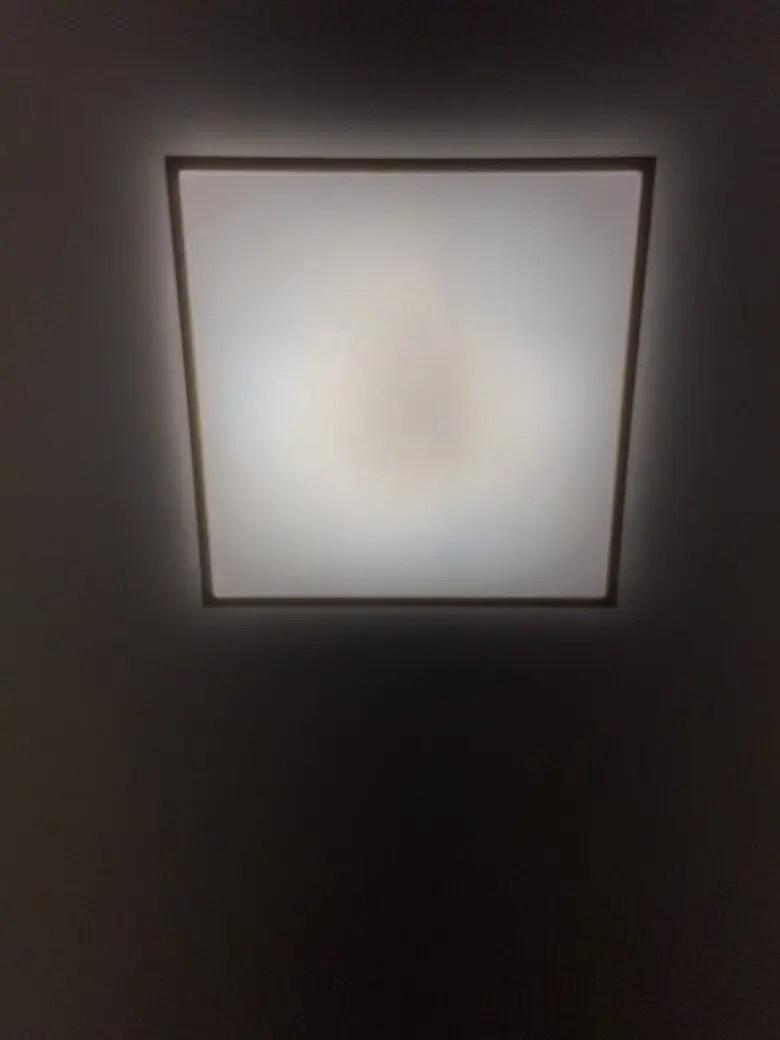 和室に角型のLEDシーリングライトは昔ながらの「和」を損なわず新技術が光る