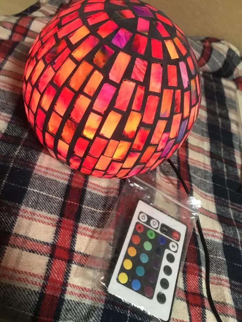 PRISMATEのイルミテーションライトはステンドグラスで多種多様な16色の光が楽しめる