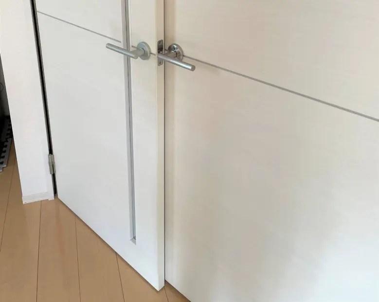 扉をきっちり閉めないとぶつかる家。建売住宅の内見は実生活を意識して