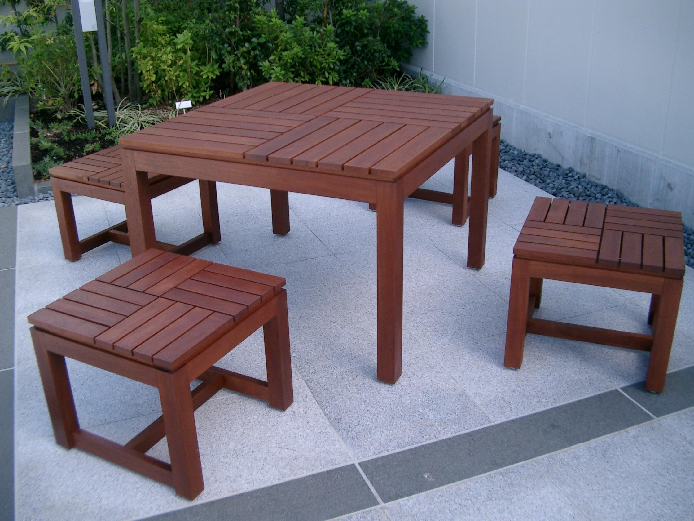屋外テーブル