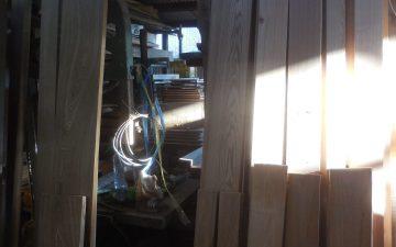 食器棚 タモ材荒削り