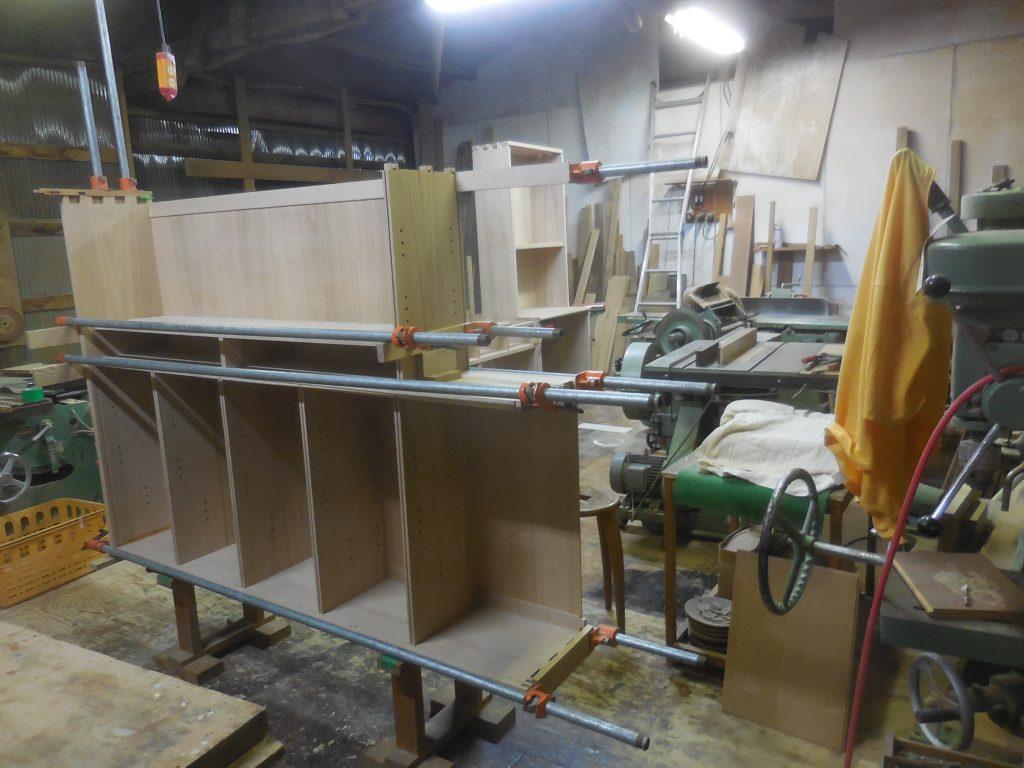 食器棚の上部 組み立て