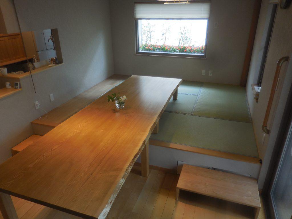 ダイニングテーブルと座卓 納品