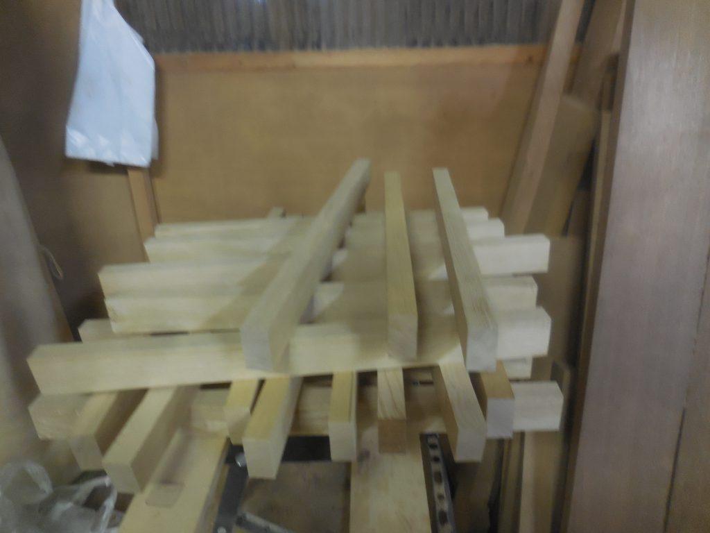栗の食器棚 框材