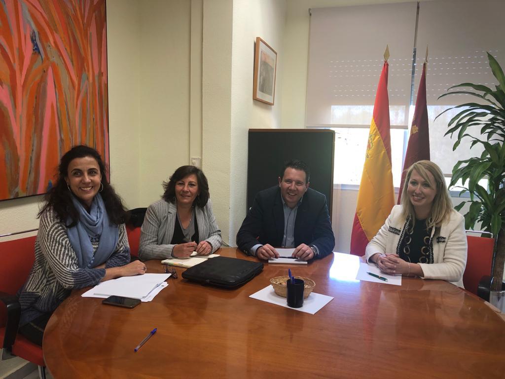 Fotografía reunión Alcalde y la Concejala de Política Social mantiene una reunión con la Directora del Instituto Murciano de Acción Social
