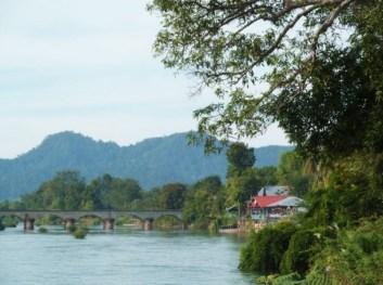 Laos, pont sur le Mékong entre Don Det et Don Khon